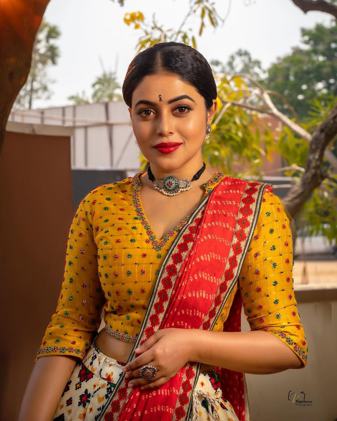 Poorna showcases her beauty in a traditional attire